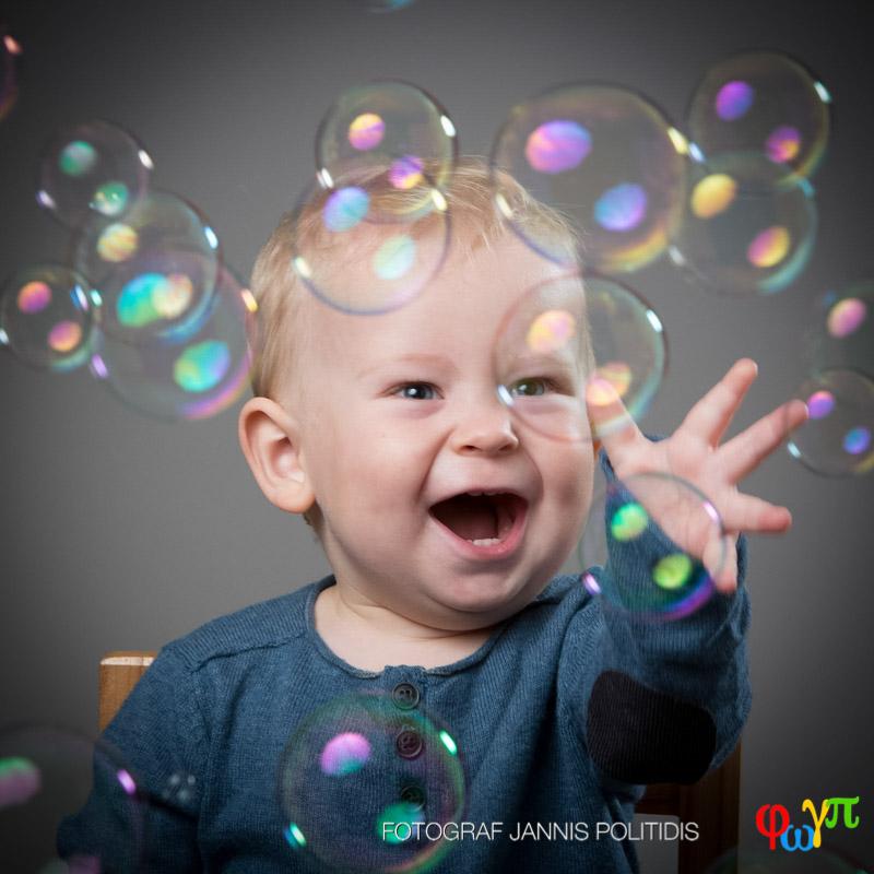 bebis med såpbubblor