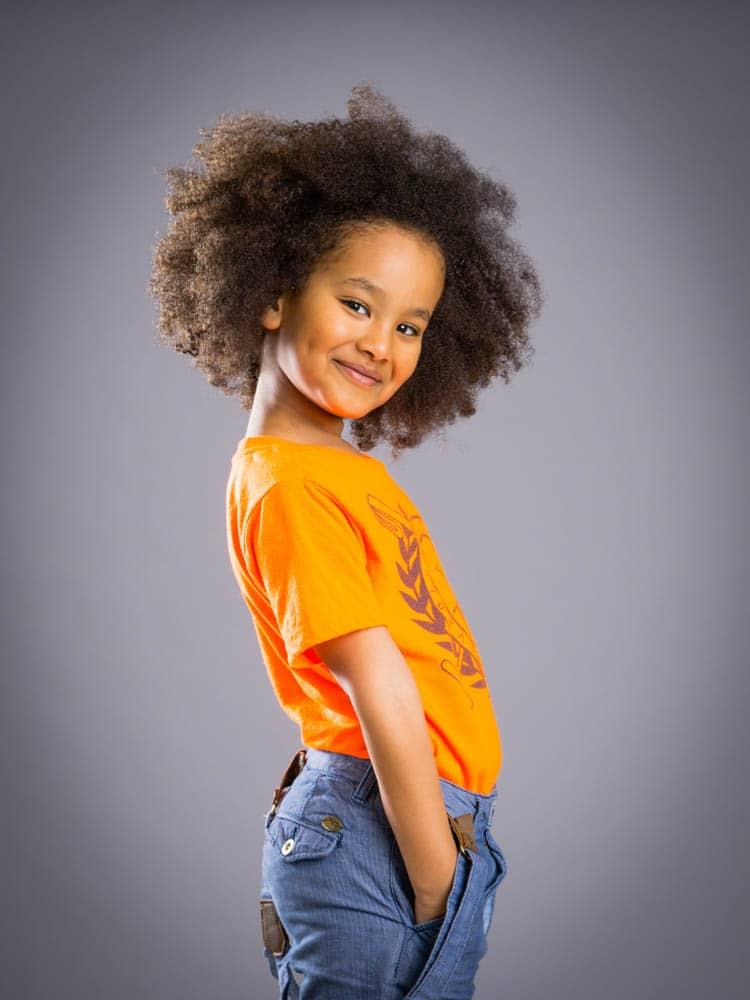 Uppmuntra barnen att bli modeller under barnfotograferingen