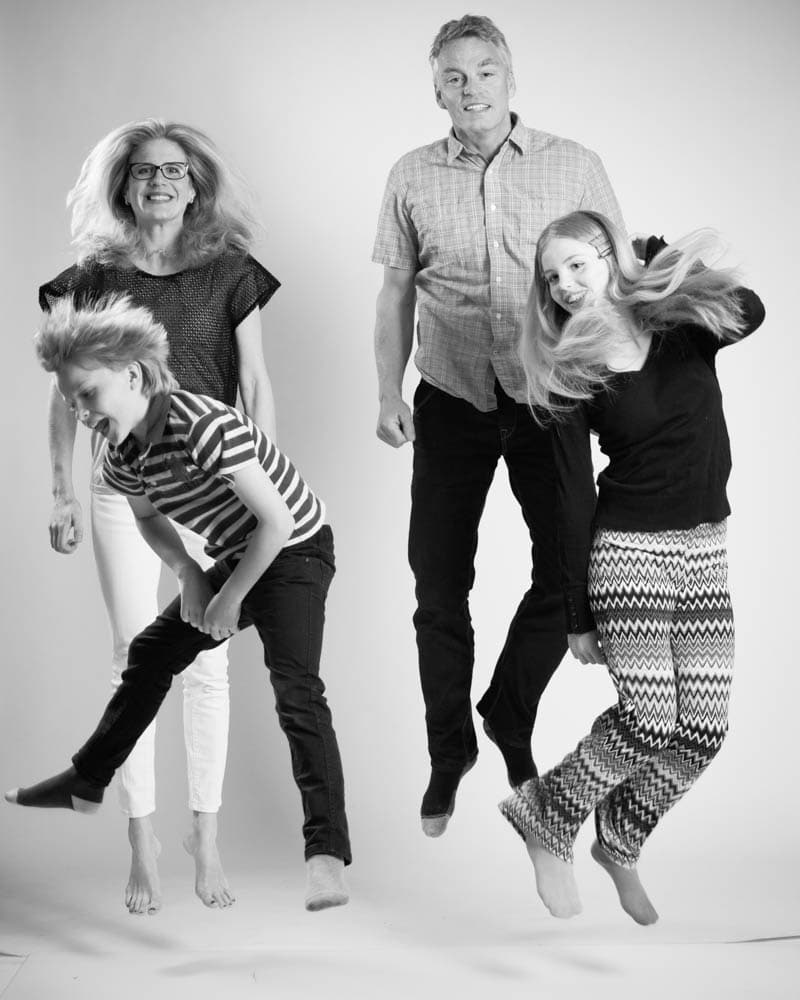 Action, hopp och stök familjebilder är fantastisk roliga